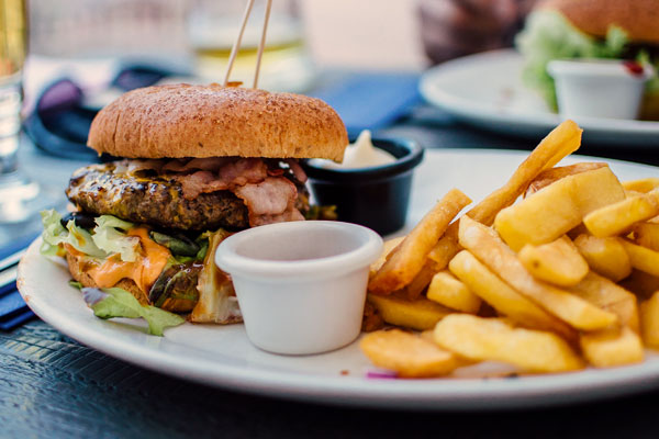 Eating out makes it difficult to avoid common food allergens