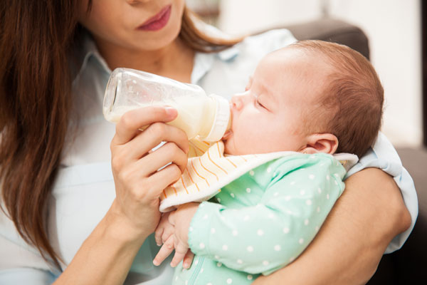 Wondering how to breastfeed, or what you need to know to breastfeed successfully? These 8 articles breastfeeding moms need to read explain the basics of milk supply, feeding frequency, paced feeding, pumping, and more!