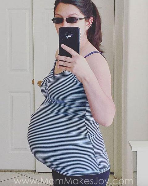 33 Weeks Pregnant Selfie